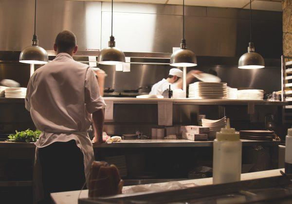 זכויות טבחים לאחר תאונה במטבח: מה מגיע לכם?